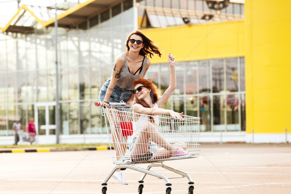 2 クレイジー 笑みを浮かべて 女性 サングラス ストックフォト © deandrobot