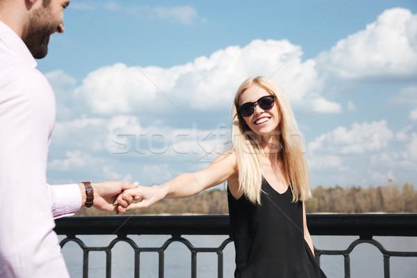 Jóvenes feliz mujer hombre mano Foto stock © deandrobot