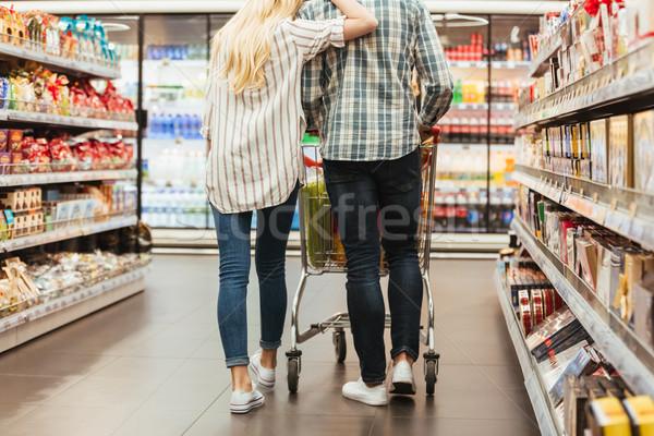 Hátulnézet fiatal pér sétál nő boldog vásárlás Stock fotó © deandrobot