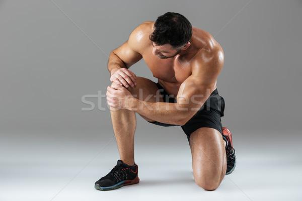 Portret sterke gespierd mannelijke bodybuilder lijden Stockfoto © deandrobot