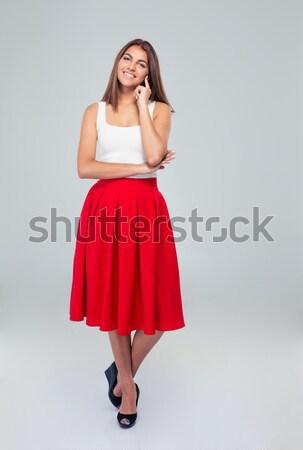 Mooie gelukkig vrouw rok naar camera Stockfoto © deandrobot