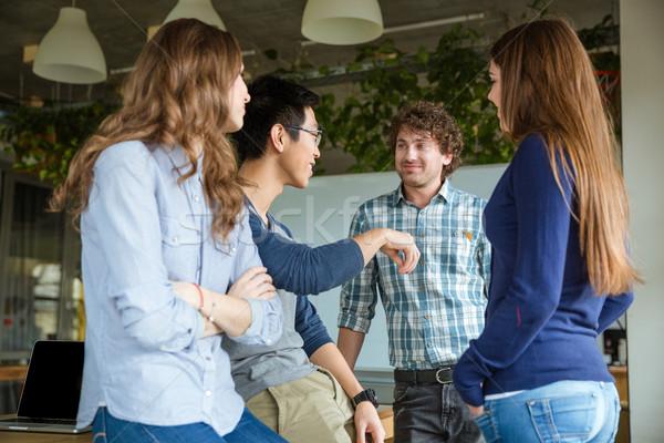 Lächelnd Studenten Gespräch Klassenzimmer Inhalt glücklich Stock foto © deandrobot