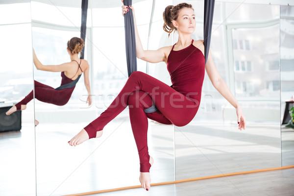 Mujer plantean aéreo yoga hamaca Foto stock © deandrobot