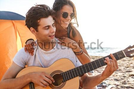 Guitarra tenda feliz casal cantando Foto stock © deandrobot