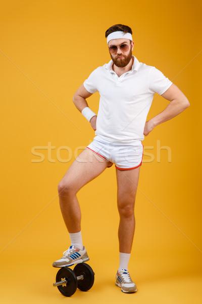 Függőleges kép sportoló áll súlyzó tart Stock fotó © deandrobot
