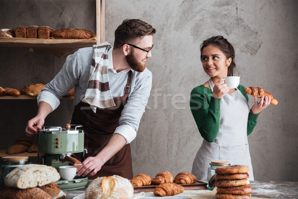 Alegre amoroso casal potável café imagem Foto stock © deandrobot