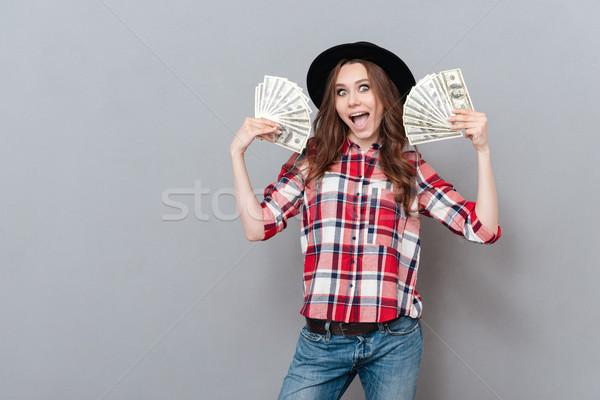 Porträt glücklich aufgeregt Mädchen halten Geld Stock foto © deandrobot