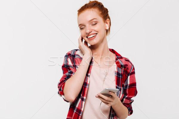Elégedett gyömbér nő póló fejhallgató hallgat Stock fotó © deandrobot
