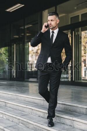 Portrait réussi jeunes affaires costume marche Photo stock © deandrobot