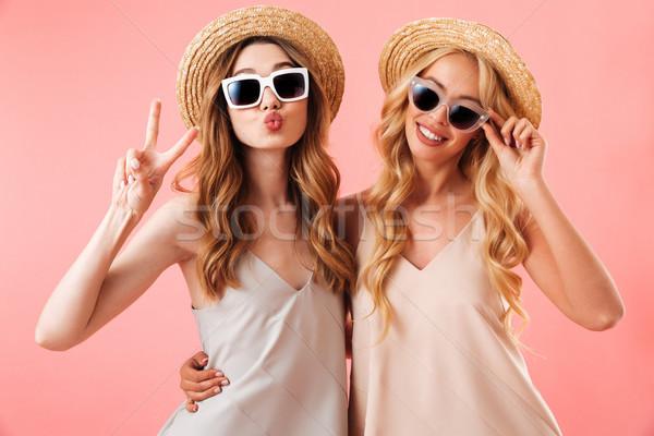 Portret twee mooie jonge vrouwen zomer kleding Stockfoto © deandrobot