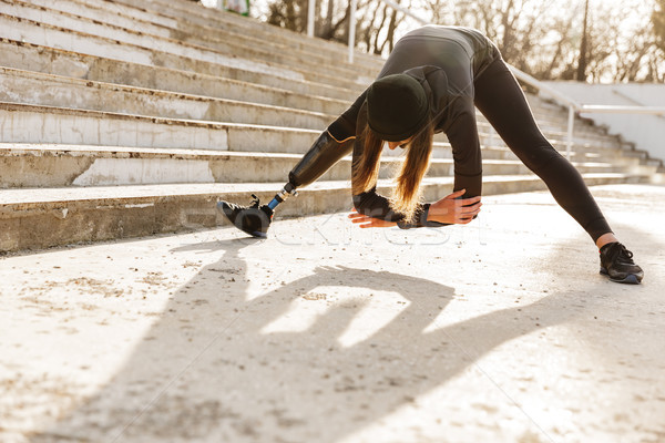 Obraz niepełnosprawnych sportsmenka czarny dres nogi Zdjęcia stock © deandrobot