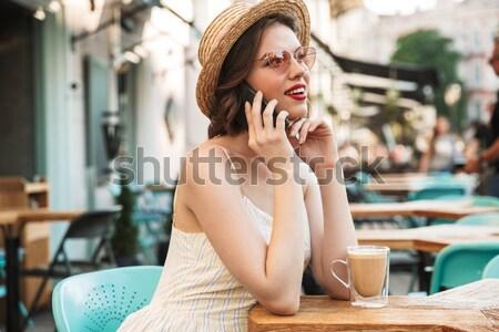 Blijde vrouw jurk strohoed praten smartphone Stockfoto © deandrobot