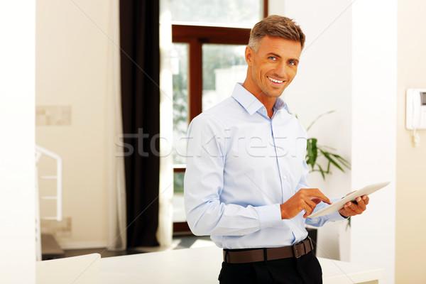 Glücklich reifer Mann Tablet Büro home Technologie Stock foto © deandrobot