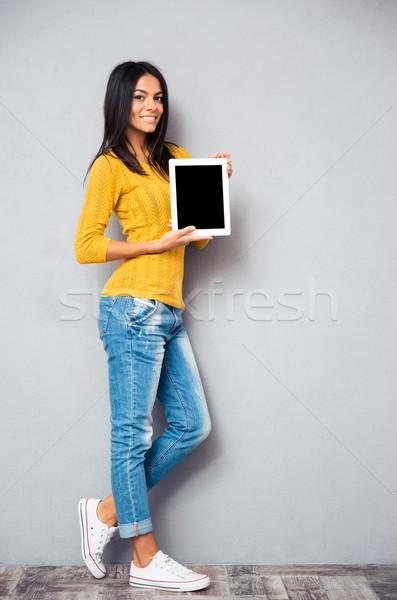 Uśmiechnięta kobieta ekranu portret Zdjęcia stock © deandrobot