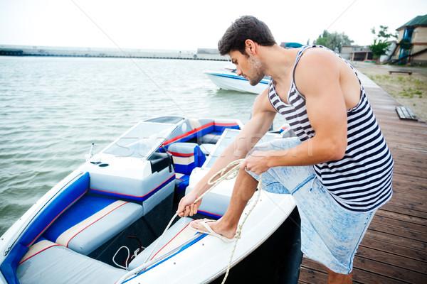 Jeunes bel homme bateau commencer voyage permanent Photo stock © deandrobot