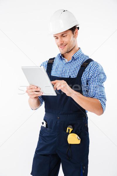Szczęśliwy mężczyzna budowniczy pc tabletka odizolowany Zdjęcia stock © deandrobot