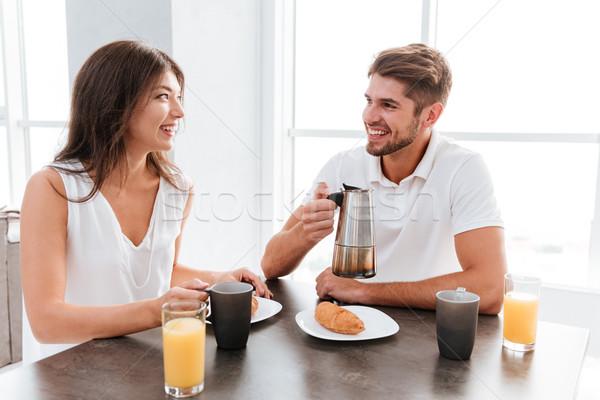 çift içme kahve kruvasan mutfak Stok fotoğraf © deandrobot