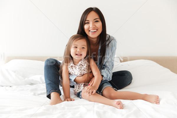 Feliz mulher jovem pequeno filha sessão Foto stock © deandrobot