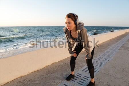 Stockfoto: Portret · charmant · kaukasisch · runner · vrouw · luisteren · naar · muziek