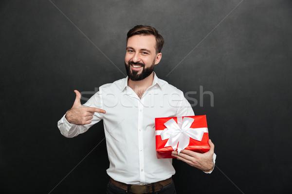 Portré boldog szakállas férfi tart piros Stock fotó © deandrobot