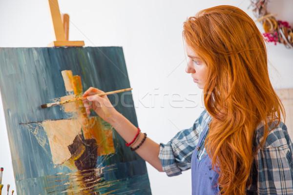 Mooie sereen jonge vrouwelijke schilder schilderij Stockfoto © deandrobot