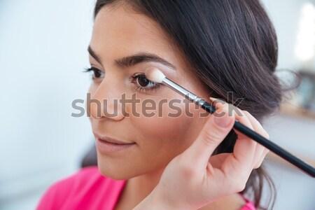 Main femme fard à paupières joli jeunes Photo stock © deandrobot