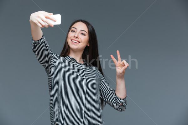ストックフォト: 幸せ · 女性 · 写真 · スマートフォン · グレー