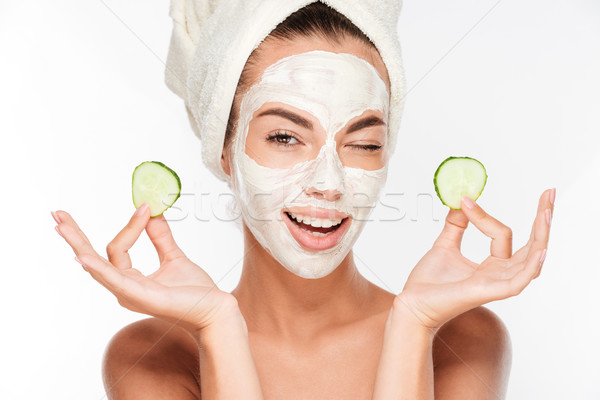 Mulher jovem argila máscara pepino fatias Foto stock © deandrobot