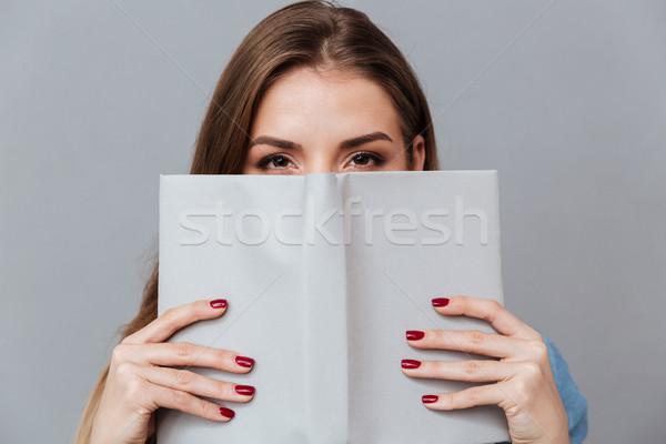 Donna shirt nascondere dietro libro studio Foto d'archivio © deandrobot