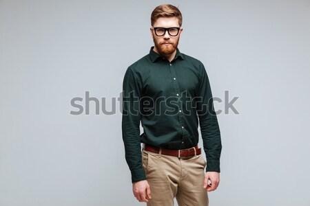 Barbudo homem verde camisas óculos Foto stock © deandrobot
