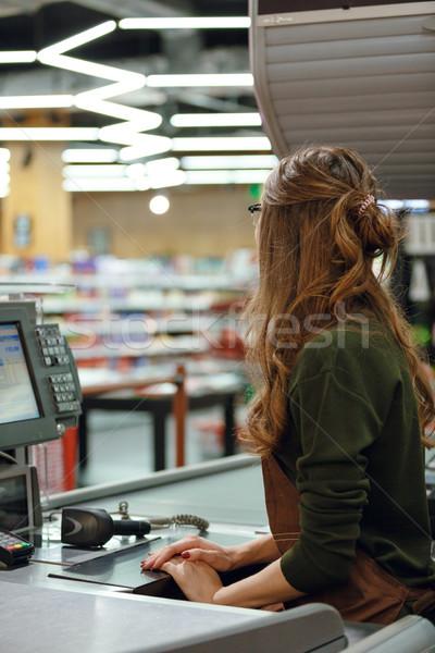 Kasiyer Çalışma alanı süpermarket alışveriş arkadan görünüm resim Stok fotoğraf © deandrobot