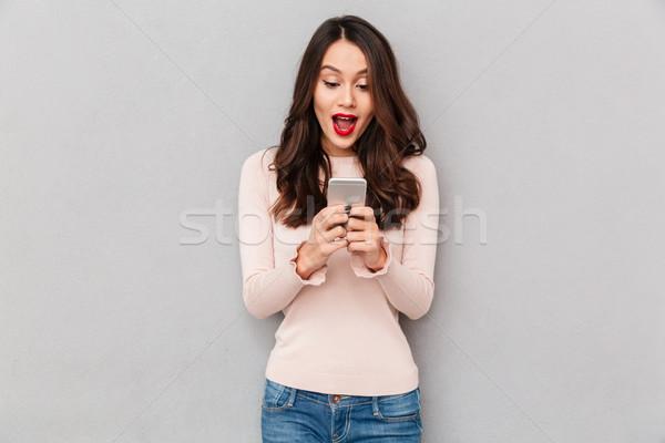 Görüntü kadın gündelik şaşırmış heyecanlı Stok fotoğraf © deandrobot