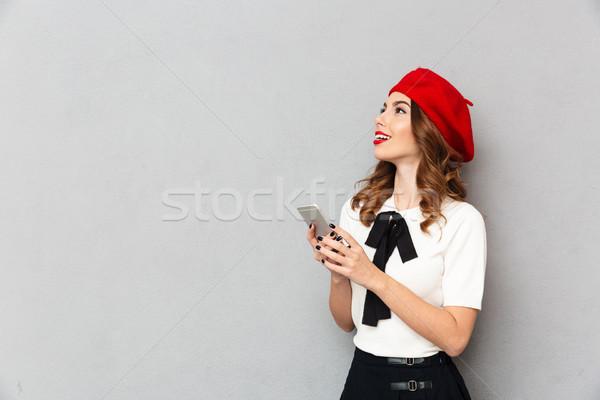 Retrato feliz colegiala uniforme teléfono móvil Foto stock © deandrobot