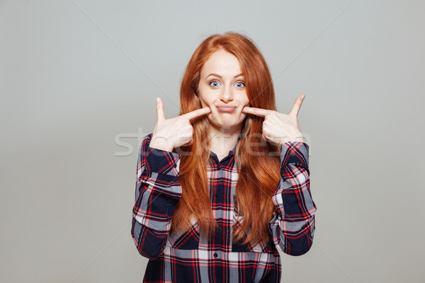 Vrouw wijzend vinger wang grappig Stockfoto © deandrobot