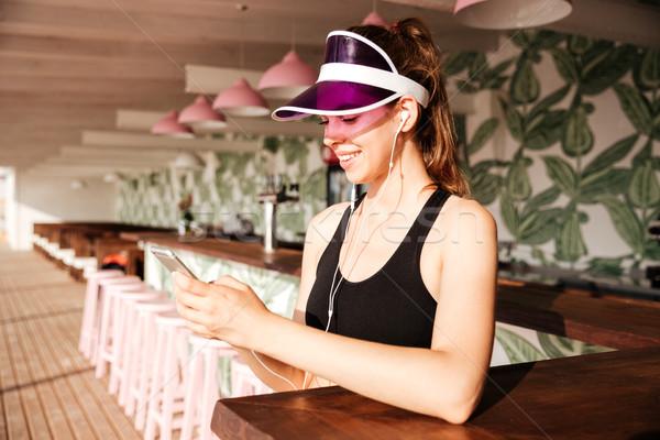 спортивных женщину музыку смартфон кафе Сток-фото © deandrobot