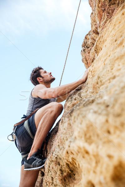 Stok fotoğraf: Genç · tırmanma · yukarı · kaya · uçurum