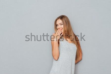 Portret szczęśliwy młoda kobieta odizolowany szary Zdjęcia stock © deandrobot