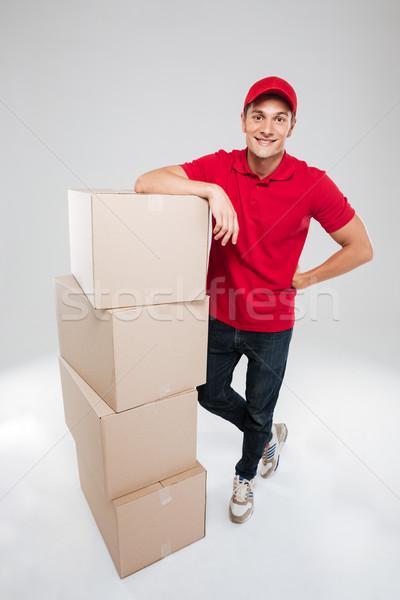 Teljes alakos futár dobozok néz kamera izolált Stock fotó © deandrobot