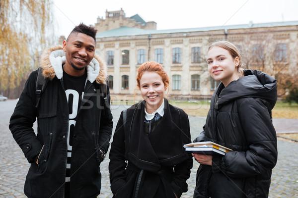 Csoport több nemzetiségű diákok áll kint néz Stock fotó © deandrobot
