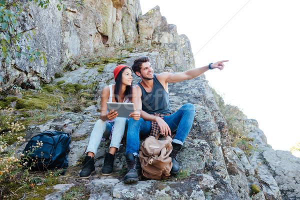 Stock foto: Glücklich · Paar · ruhend · Tablet-Computer · Wandern · Berge
