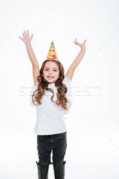 Alegre little girl aniversário seis em pé as mãos levantadas Foto stock © deandrobot