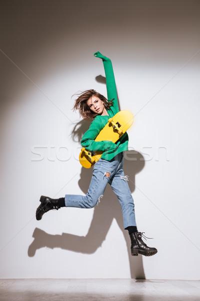 Patenci çekici genç kadın atlama resim yeşil Stok fotoğraf © deandrobot