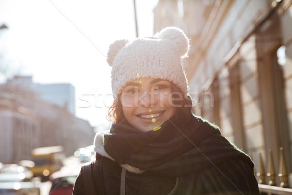 信じられない 若い女性 徒歩 通り 写真 かなり ストックフォト © deandrobot