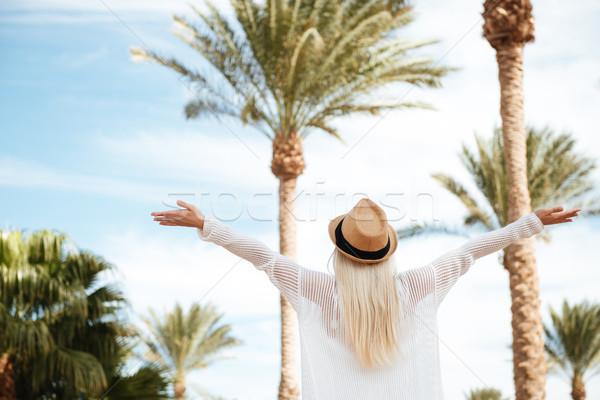 Despreocupado mujer las manos en alto pie verano Resort Foto stock © deandrobot