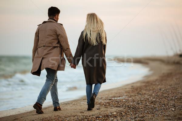 Сток-фото: вид · сзади · любви · , · держась · за · руки · ходьбе · пляж
