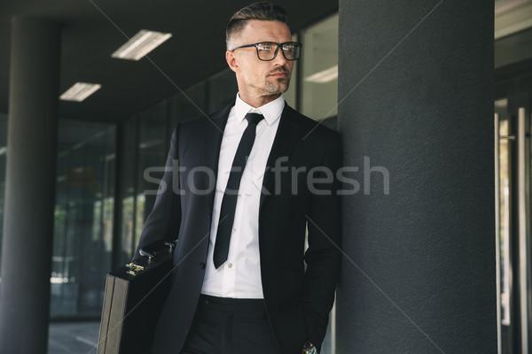 Portrait charmant jeunes affaires costume serviette Photo stock © deandrobot