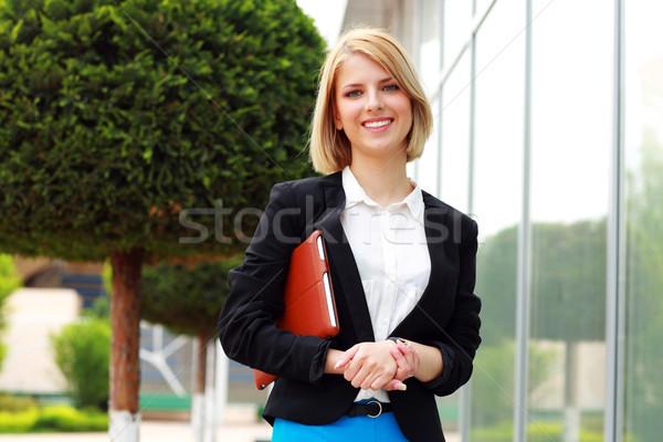 Portré fiatal vonzó nő kint iroda lány Stock fotó © deandrobot