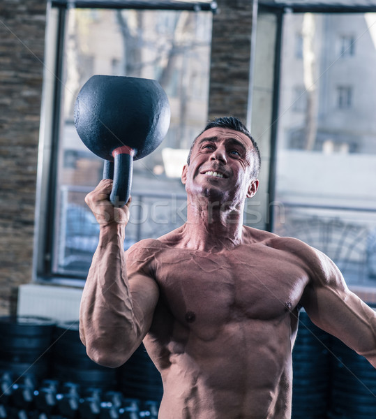 Bodybuilder man training ketel bal gymnasium Stockfoto © deandrobot