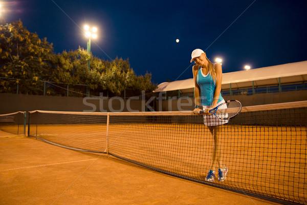 привлекательная девушка Постоянный теннисный корт портрет счастливым ночь Сток-фото © deandrobot