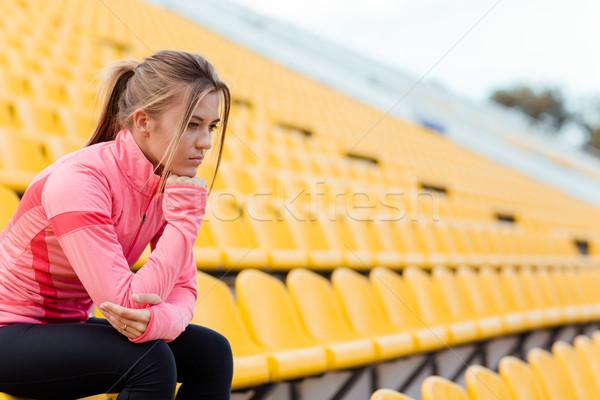 Kobieta sportowe nosić stadion portret Zdjęcia stock © deandrobot